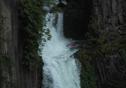 Mit dem Kanu den Wasserfall runter
