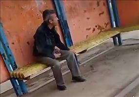 Besoffener Angriff an einer Bushaltestelle
