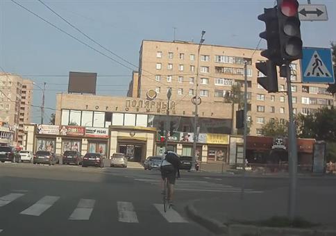 Für diesen Radfahrer ist der Boden Lava