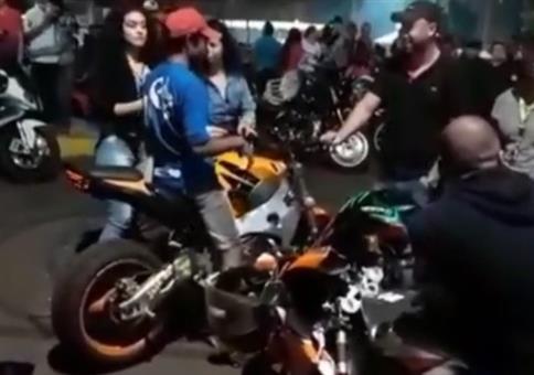Mit dem Motorrad die Weiber abschleppen