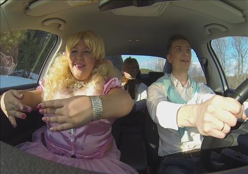 Drei Russen um Auto parodieren Popsongs