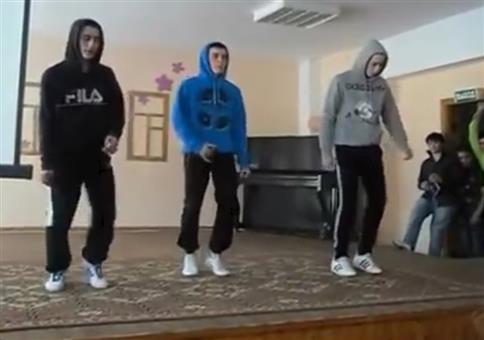 Typische Schulaufführung in Russland