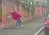 Betrunkener auf Bürgersteig