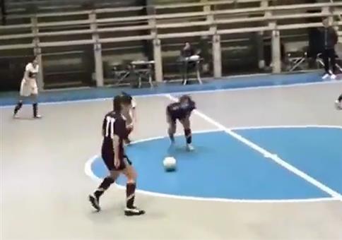 Frauen spielen Stolperball