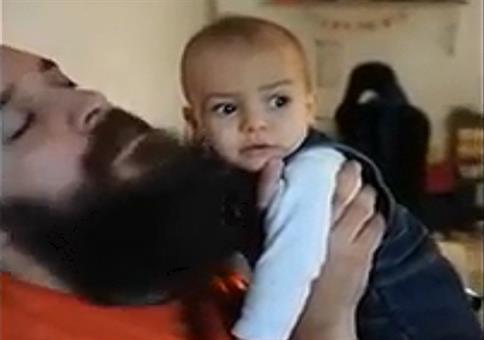 Kind schockiert als Papas Bart plötzlich weg ist