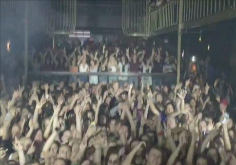 Wenn der DJ das komplette Publikum trollt