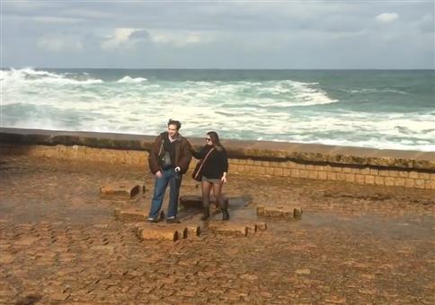 Leg dich nicht mit den Wellen in San Sebastian an