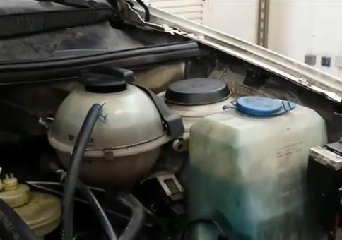 Auto mit speziellem Kühlwassercheck