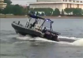 Fahranfänger im Polizeiboot