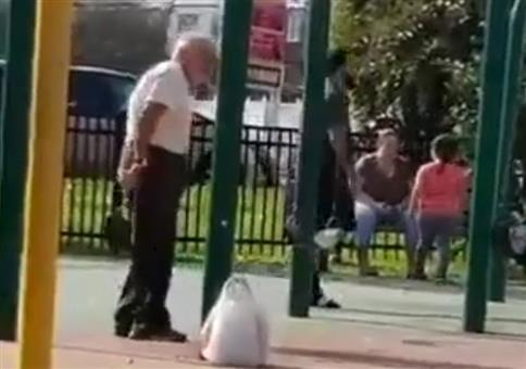 Opa hat Spaß aufm Spielplatz