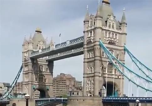 Auf der Tower Bridge etwas Sonne tanken