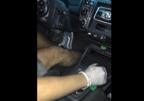 Das Auto treten bis es vorne qualmt