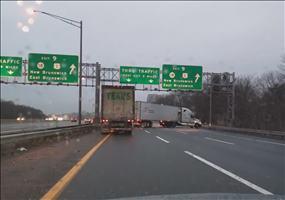 Zwischen den LKW auf der Autobahn