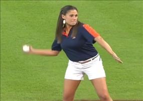 Wenn eine Frau einen Baseball wirft
