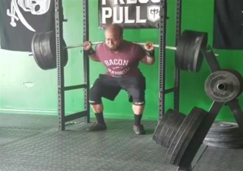 Gewichtheben bis sich die Stange biegt