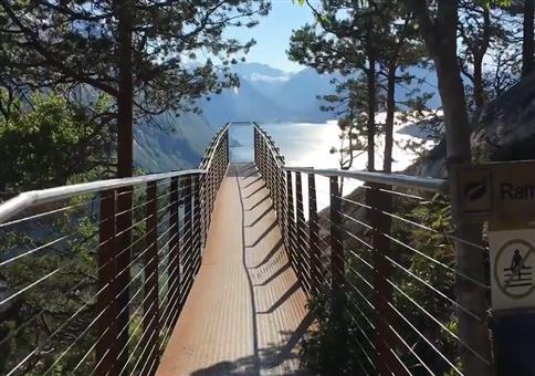 Aussichtsplattform in Norwegen mit einer genialer Aussicht