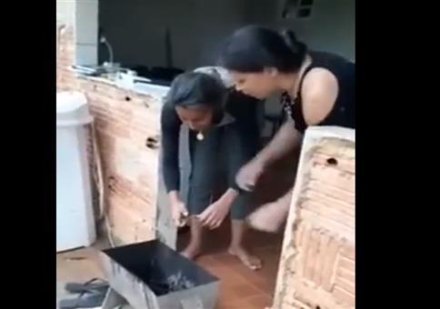 Zwei Frauen und ein Knaller