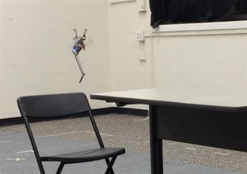 Kleiner springender Roboter