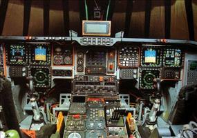 Cockpits verschiedener Flugzeuge und Hubschrauber