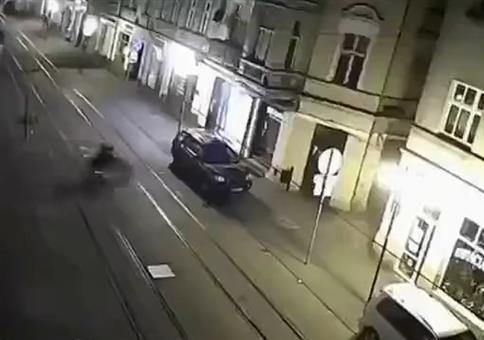 Mopeds haben Probleme mit russischer Straße