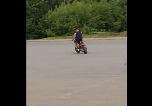 Harte Landung mit dem Moped