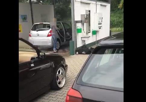 Heute wird das Auto mal richtig gewaschen!