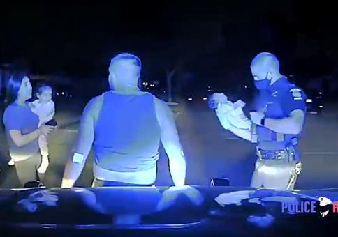 Cop rettet erstickendes Baby