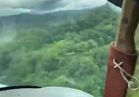 Mit dem Flugzeug mitten im Dschungel landen