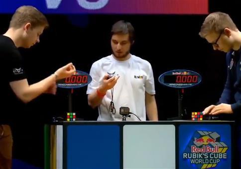 Mehr als knapp: Rubik's Cube um die Wette lösen