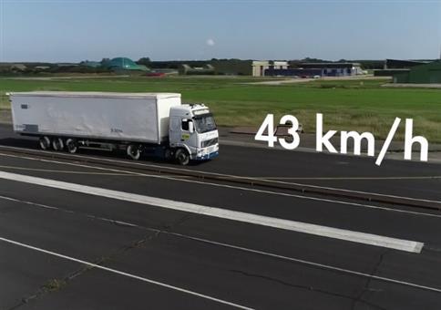 DEKRA LKW Crashtest mit 43 km/h