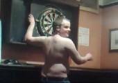 Wenn Engländer besoffen Dart spielen