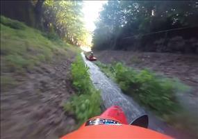 Mit dem Kayak den Wassergraben runter