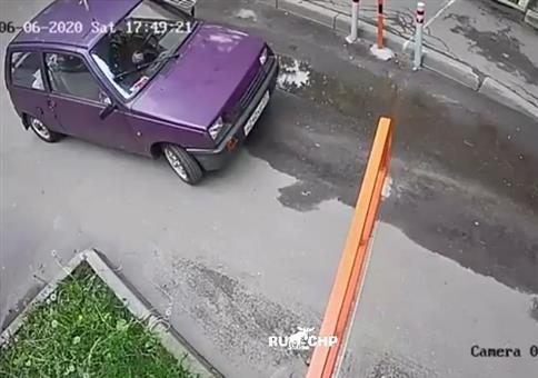 Das Auto und die Schranke