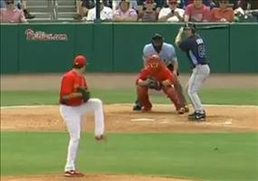 Blondine beim Baseball