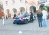 Zeit absitzen im Polizeiauto