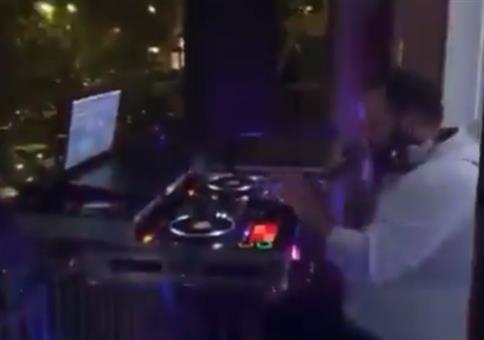 DJ Corona aufm Balkon