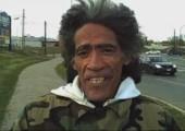 Obdachloser mit genialer Stimme
