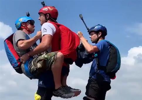Paragliding: Im Doppelpack vom Hochhaus springen