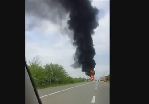 Kleine Explosion auf einer russischen Autobahn