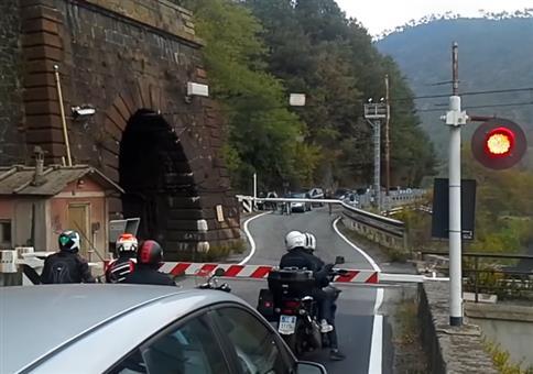 Italienischer Bahnübergang