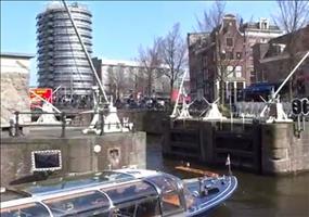 Enge Kurven in den Kanälen von Amsterdam