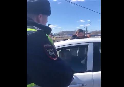 Seitenscheibe leidet bei russischer Polizeikontrolle