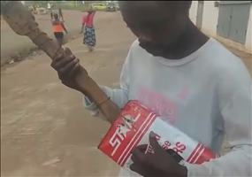 Gitarre Marke Eigenbau in Liberia
