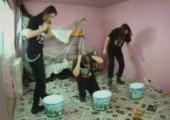 So streichen also Heavy-Metal Fans ihre Wände
