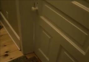 Selbstgespräche eines Dreijährigen auf Toilette