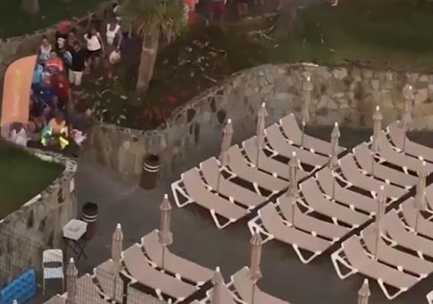 Im Urlaub die Liegen am Pool reservieren