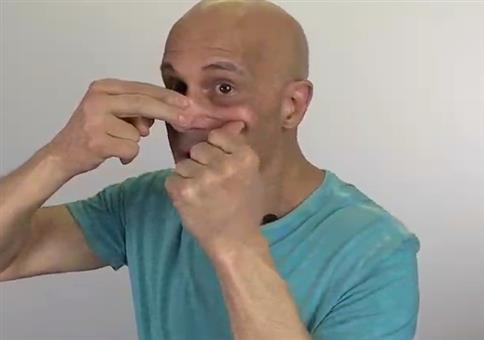 Tipp: Mit diesem Spezialhandgriff ist deine Nase wieder frei