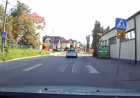 Igel auf der Straße - Die Polizei hilft!