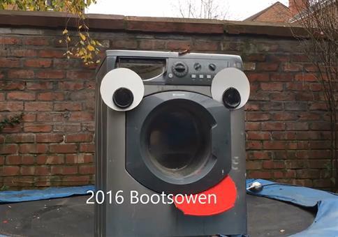 Waschmaschine VS Stein auf Trampolin