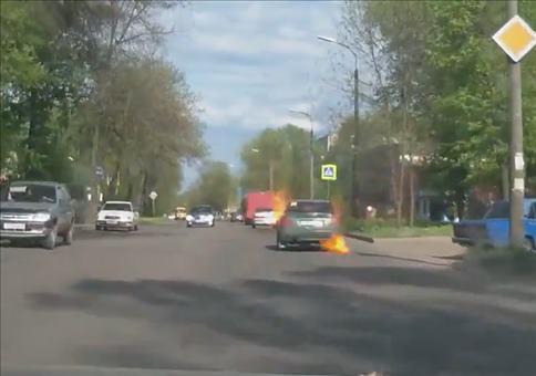Spontane Selbstentzündung im russischen Straßenverkehr